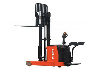 Electric Reach Stacker (one mast)