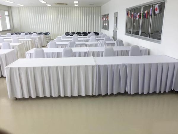 โต๊ะเหลี่ยมขนาด 0.75x1.80 เมตร