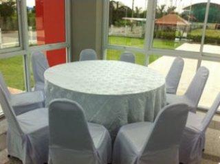 โต๊ะกลม 1.50 เมตรคลุมผ้าสีขาว