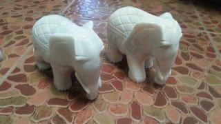 ช้างคู่วาง หน้าศาล 1 คู่
