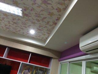 วอลเปเปอร์ติดผนังและเพดาน