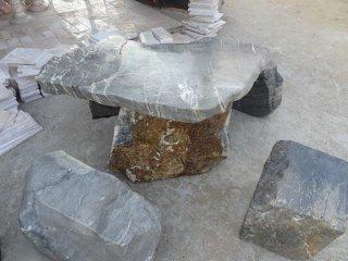 โต๊ะหิน ธรรมชาติ กว้าง 100 ซม. ยาว 50 ซม. โต๊ะสูง 67 ซม. เก้าอี้ 4 ตัว (เทา)