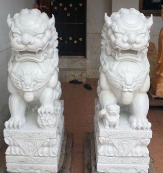 สิงโตปักกิ่ง ขนาด สูง 120 ซม. กว้าง 40 ซม. ยาว 70  ซม. 1 คู่