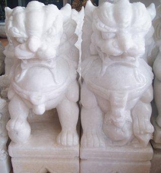 สิงโตปักกิ่งแกะสลักจากหินอ่อน ขนาดสูง 30 ซม.