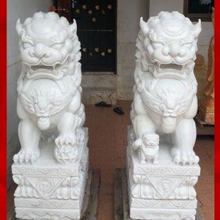 สิงโตหินอ่อนแกะสลัก ความสูง 70 ซม. กว้าง 46 ซม. ยาว 26 ซม.