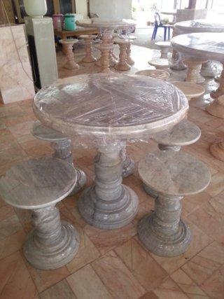 โต๊ะหินอ่อนขนาด 100 ซม. + เก้าอี้ 5 ตัว