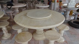 โต๊ะหินอ่อนสีน้ำผึ้งทองขนาด 140 ซม. + เก้าอี้ 6 ตัว