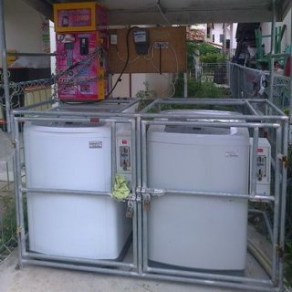 เครื่องซักผ้าพร้อมกล่องหยอดเหรียญ