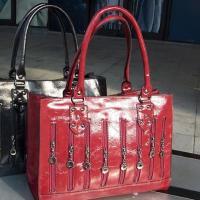 กระเป๋าถือสีไวน์แดงใบใหญ่ แบรนด์ Hikoko