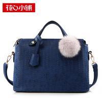 กระเป๋าถือแฟชั่นสีน้ำเงินแต่งลายเย็บ