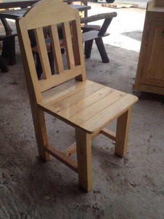 เก้าอี้ไม้พนักพิงตรง