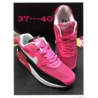 รองเท้า Nike ราคา 900 บาท