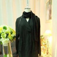 เสื้อโค้ทยาวสีดำ พร้อมผ้าพันคอในตัว