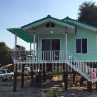 บ้านน็อคดาวน์ หลังคาทรงจั่วมุกซ้อน ขนาดพื้นที่ 48. สีฟ้า ขาว