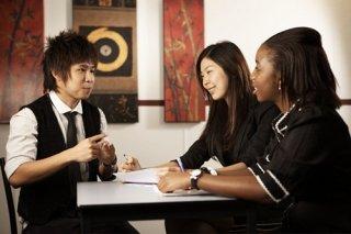บริการจัดหาล่ามภาษากลุ่ม AEC