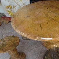 โต๊ะหินอ่อนสีเหลืองลายไม้