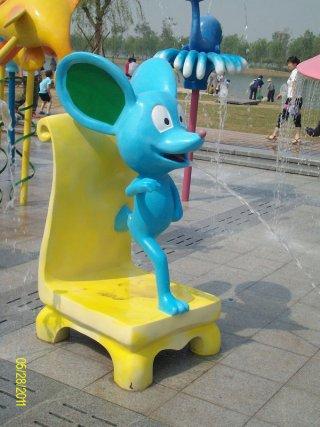 อุปกรณ์พ่นน้ำรูปหนูสีฟ้า