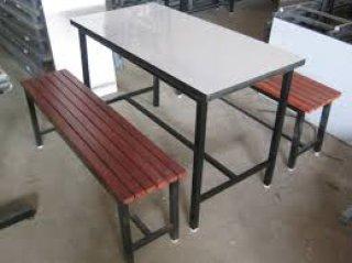 โต๊ะโรงอาหารหน้าโฟเมก้าขาว ม้านั่งไม้ระแนง