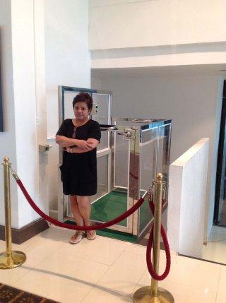ลิฟท์บ้านครึ่งตัวสำหรับคนชรา
