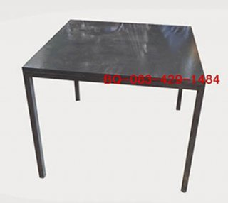 โต๊ะอาหาร เคลือบสีเทาเงาทั้งตัว
