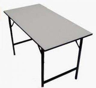 หน้าโต๊ะโฟเมก้าขาวและเมลามีนขาว