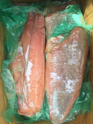 ปลาแซลมอนรมควันแช่แข็ง