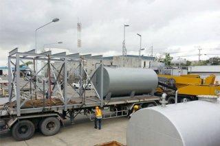 ระบบน้ำมันในอุตสาหกรรมบนดิน มีโครงสร้างเหล็กรองรับ