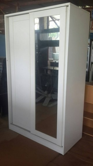 ตู้เสื้อผ้าสีขาว สูง 2ม กว้าง 1 20