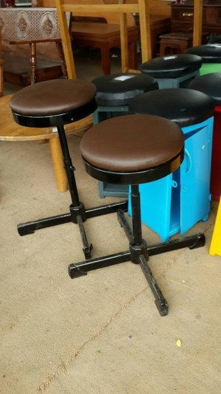 เก้าอี้บาร์สีน้ำตาล