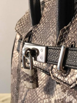 กระเป๋าถือหนังงูเหลือมอ้อ