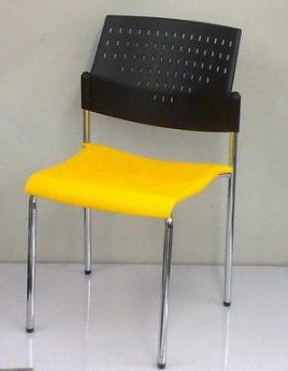 เก้าอี้โพลีธรรมดา