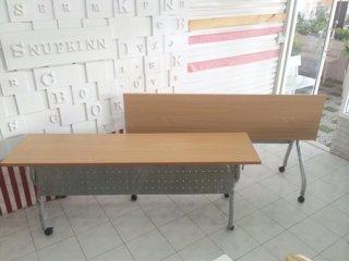 โต๊ะพับหน้าลายไม้ มีบังตา มีล้อเลื่อน