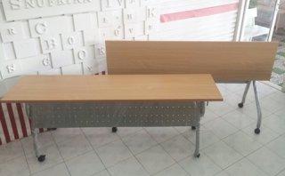 โต๊ะพับหน้าลายไม้ มีบังตา