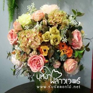 แจกันและกระเช้าดอกไม้ประดิษฐ์